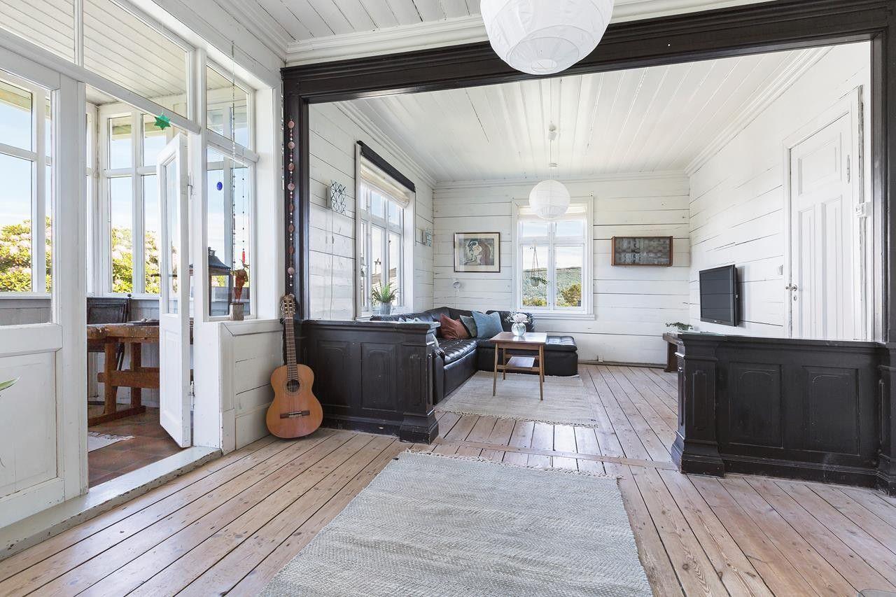 Photo of (2) ASK – Særpreget hus med flott hage og utsikt. Landlig, men likevel sentral …