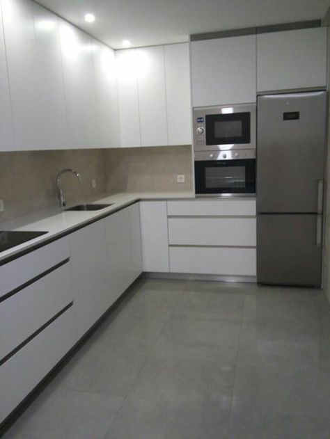 cocina blanca y gris frigorfico inoxo cocina moderna - Cocinas Modernas Blancas