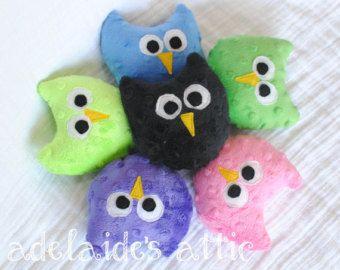 Miniaturní sova plyšová Pal {vyberte barvu} - lásko, vycpané zvíře Sovy pro dítě, batole, dítě.