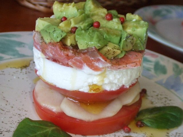 Torres de #salmón con peras y aguacate Ver #receta de #Navidad: http://www.mis-recetas.org/recetas/show/41871-torres-de-salmon-con-peras-y-aguacate