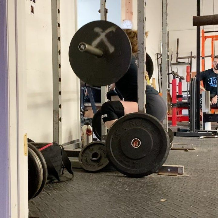 Photo of Last nights front squats….3×5 115 then 3×5 135 Nothing crazy, just trying to f…