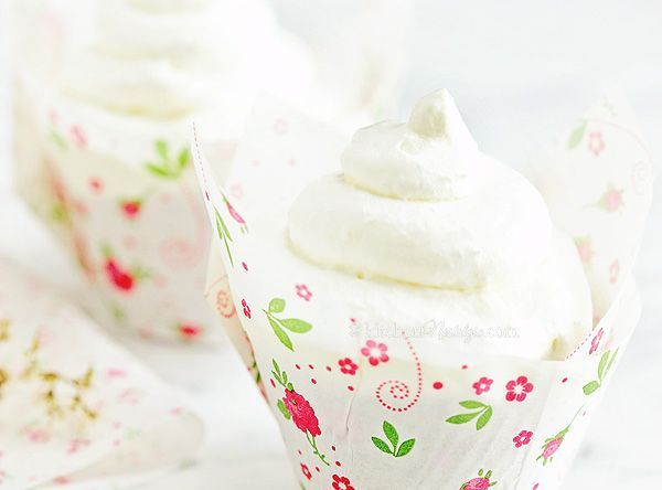 Stabilized Whipped Cream #stabilizedwhippedcream Stabilized Whipped Cream - prevent your whipped cream from separating and make it last longer in just one easy step #stabilizedwhippedcream