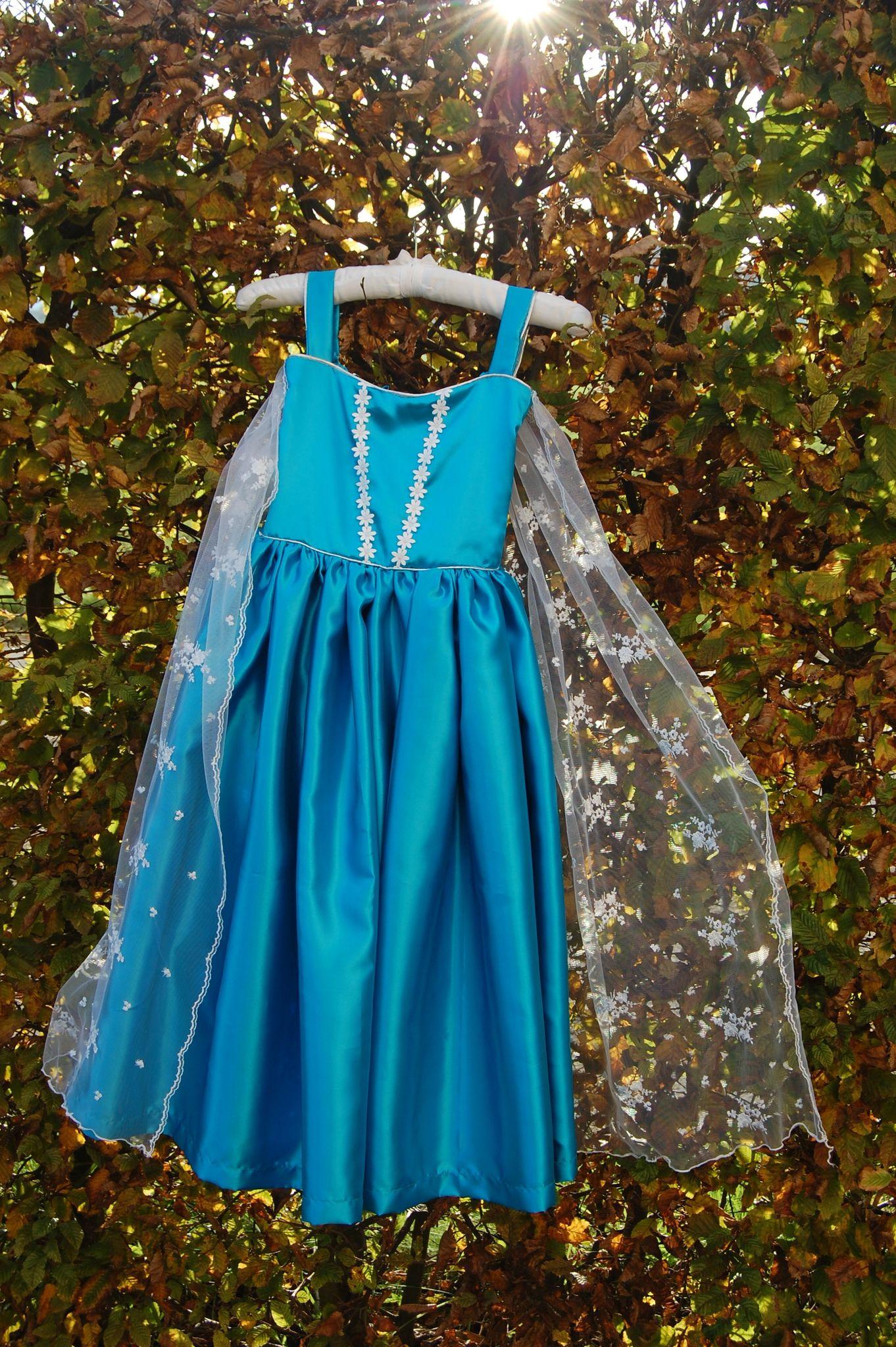 La reine des neiges tuto de la robe d 39 elsa sacs trousses pochettes et divers contenants - Robe reine des glaces ...
