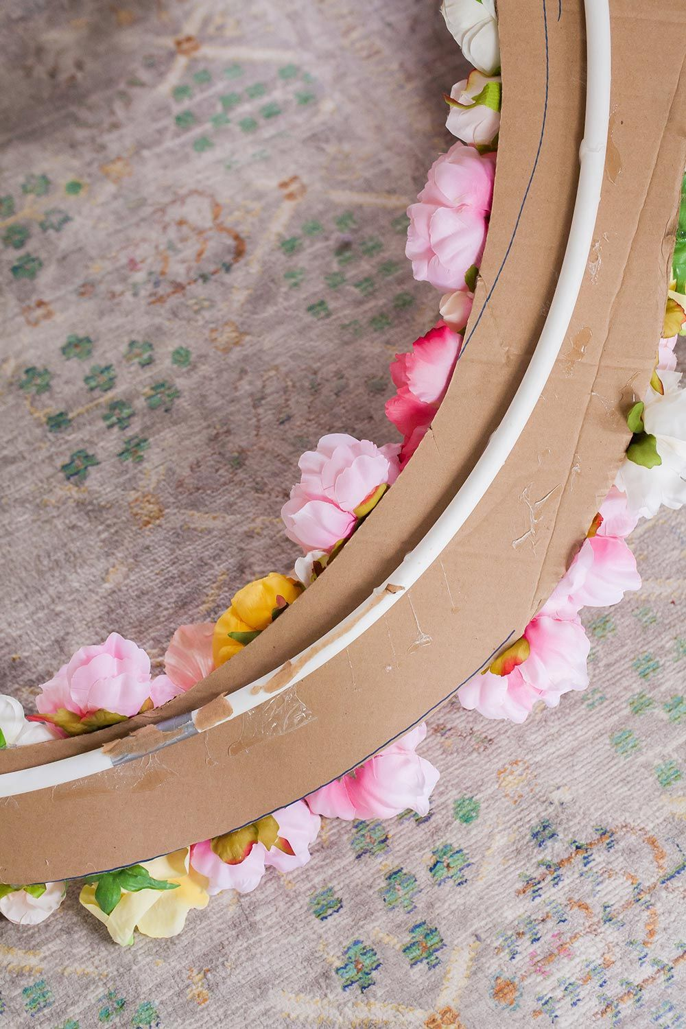 Make this giant mirror floral frame with a diy hula hoop junky to