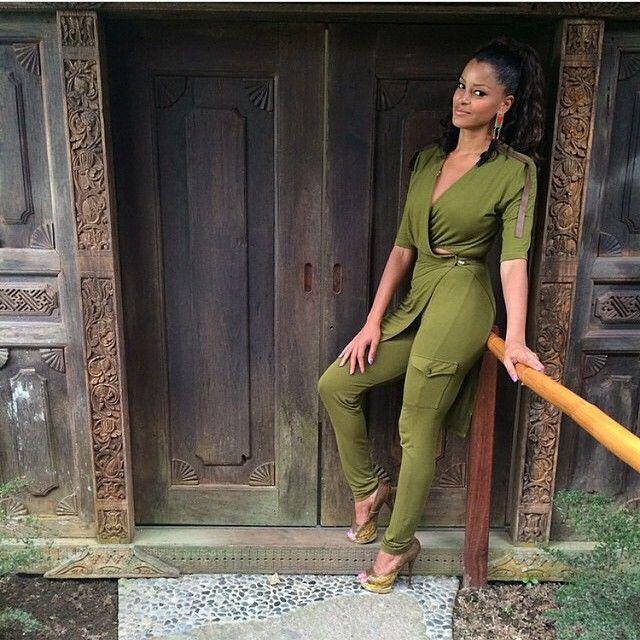"""@melvinstyles #versace #heels #ballman #claudiajordan #tunic #cargo #leggings #bamboo #leather #moss #olivegreen #rhoa #mysof"""
