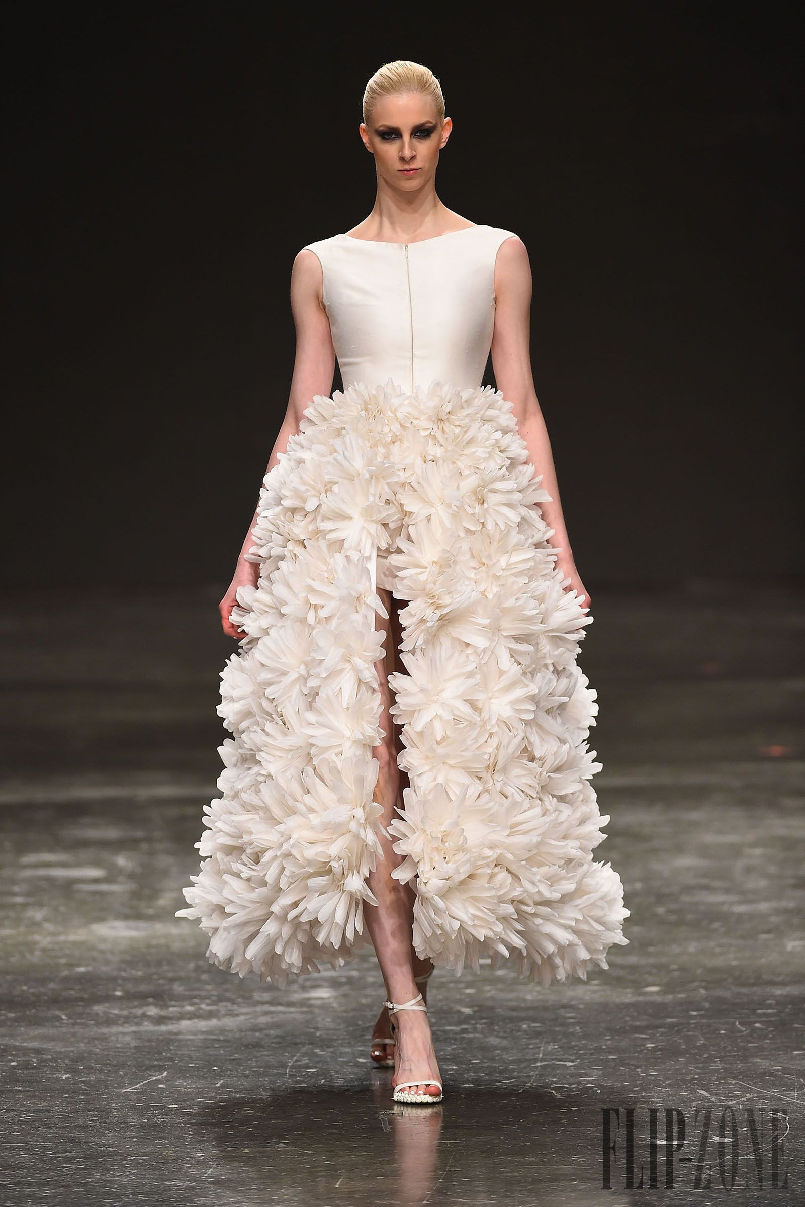Jean Louis Sabaji Spring-summer 2015 - Couture - http://www.flip-zone.com/fashion/couture-1/independant-designers/jean-louis-sabaji-5600