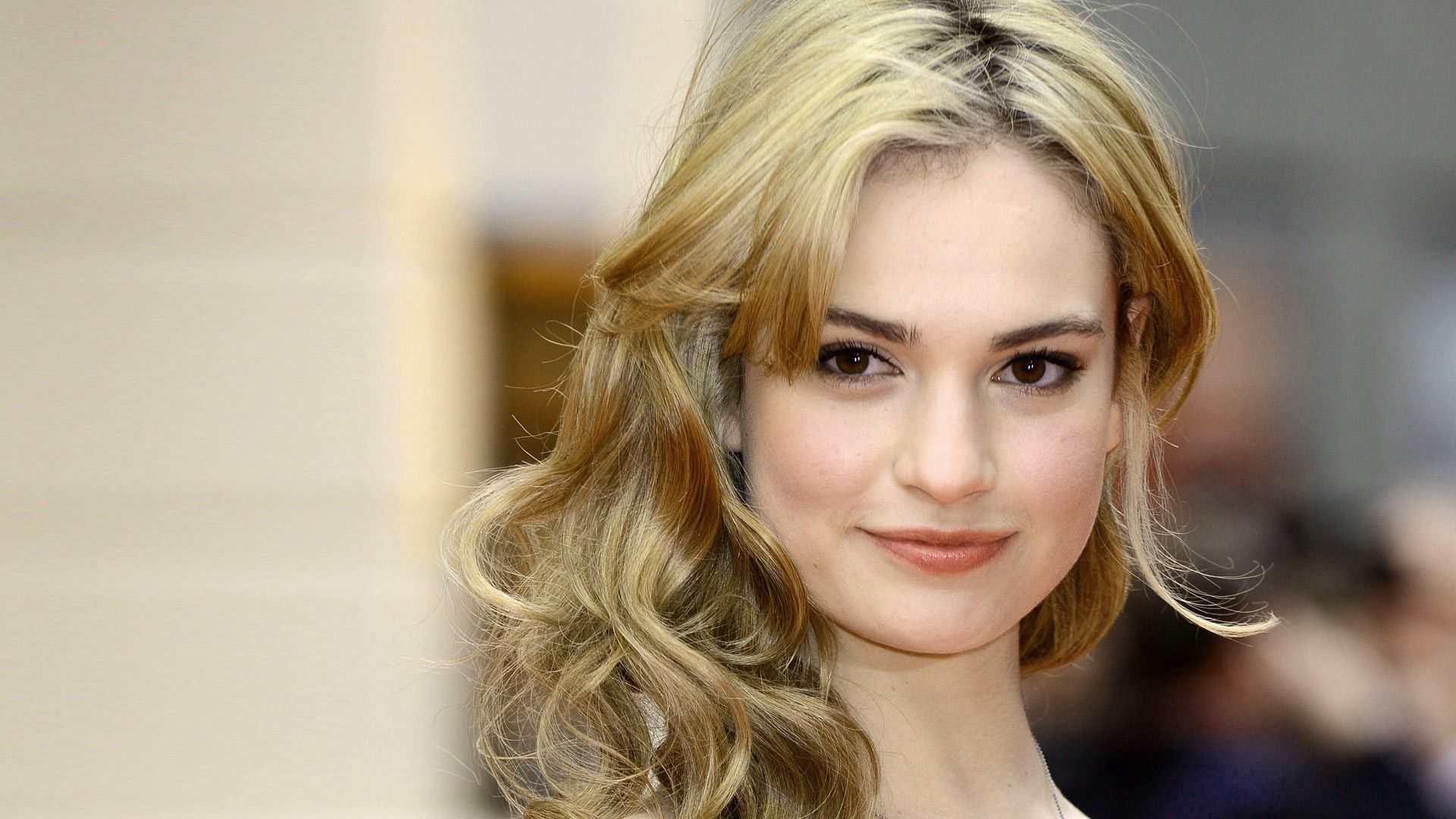 Lily James Hd Wallpaper Actress Lily James Lily James Lily