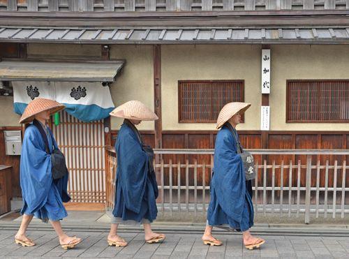 Buddhist priest(unsui: 雲水) | 托鉢, 僧, 雲水