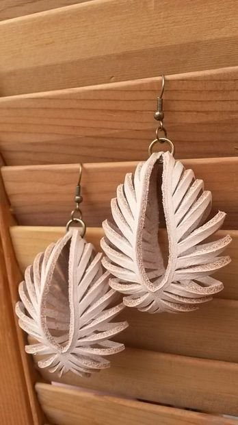 Free tutorial: Transformable Leather Sculpted Earrings