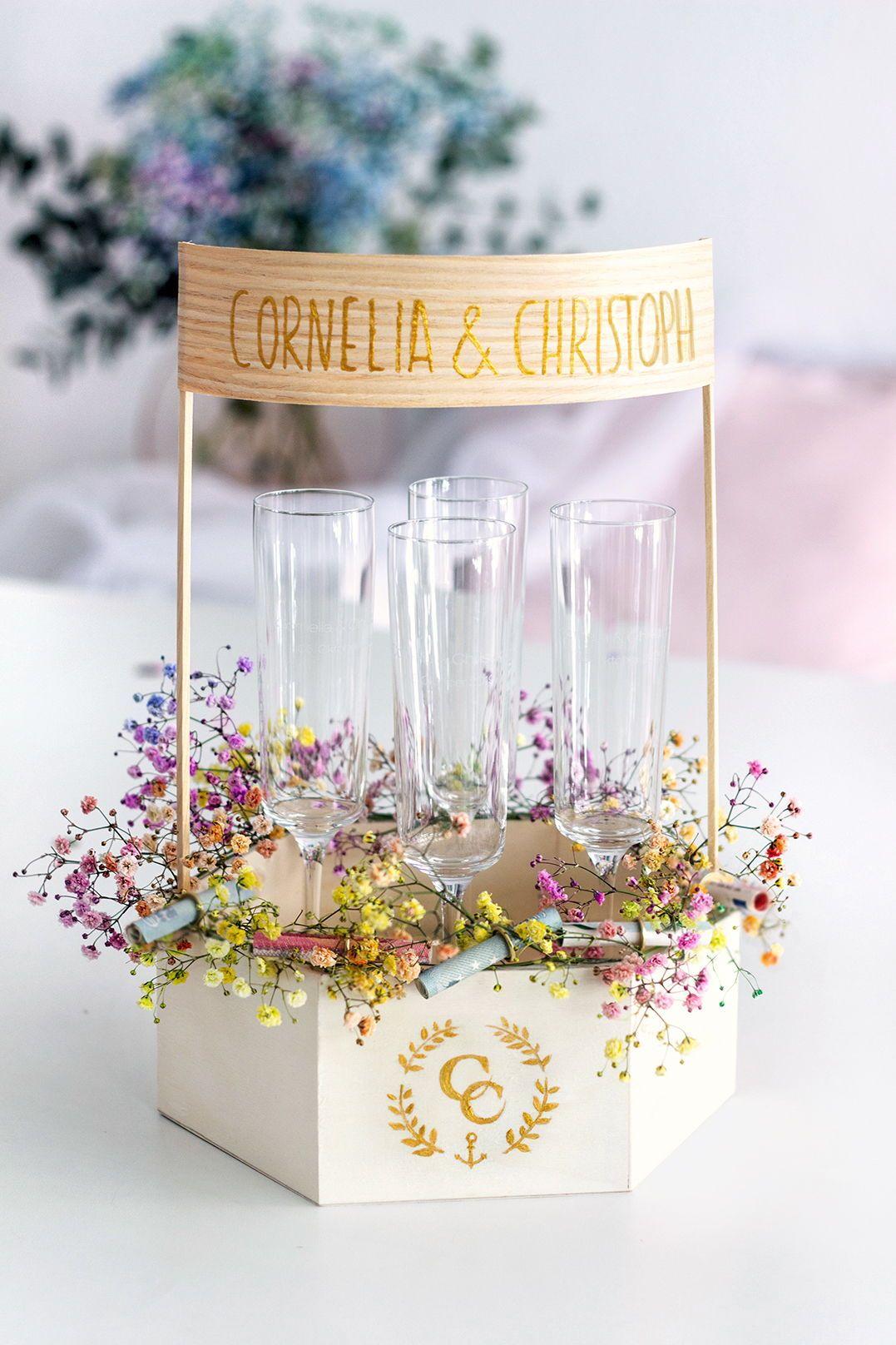 Geldgeschenk Ideen Zur Hochzeit Diy Ballon Gravierte Sektglaser Geschenk Hochzeit Diy Geschenke Hochzeit Hochzeit Geschenk Geld