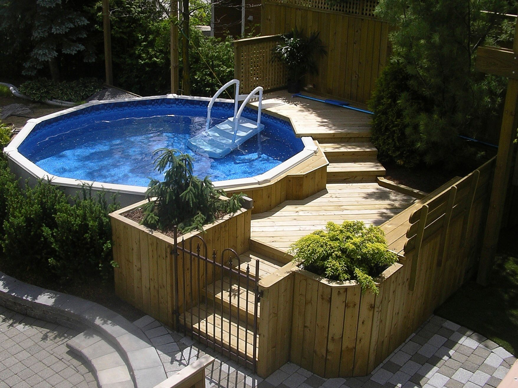 above ground pool in harmony with the backyard by les embellissements paysagers laval. Black Bedroom Furniture Sets. Home Design Ideas