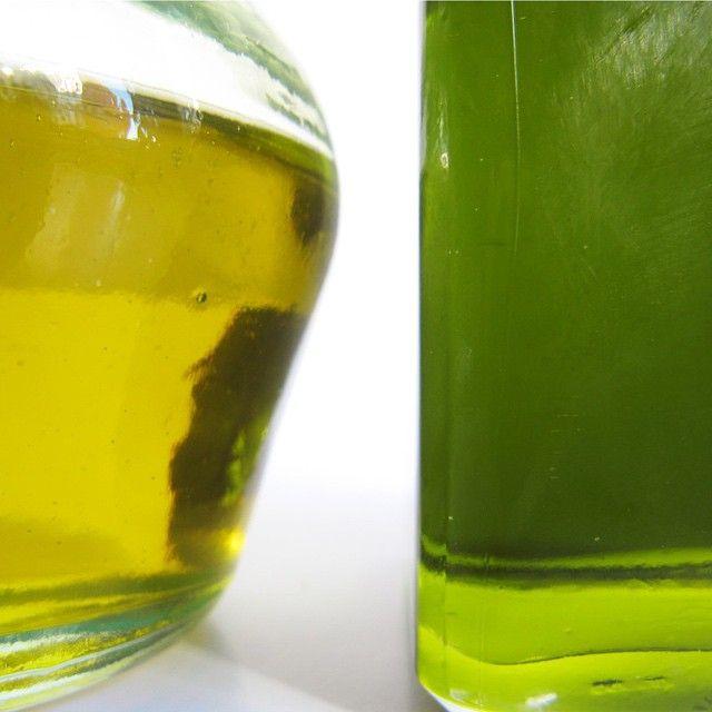 Colores de aceite de oliva virgen extra: desde el dorado hasta el verde todos los matices. Colours of extra virgin olive oil: from gold to green every nuance.