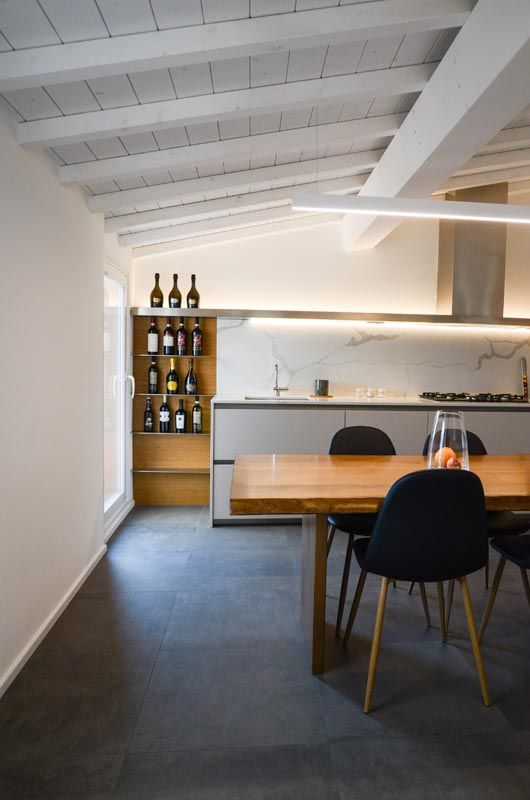 RITMONIO REFERENCES  CANTIERE NERVI In this apartment in Genova the spaces and ancient artifacts create a light alternation with modern forms such as those of Diametro35...