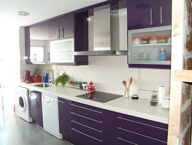 Cocina morada y blanca buscar con google cocinas for Cocinas moradas modernas