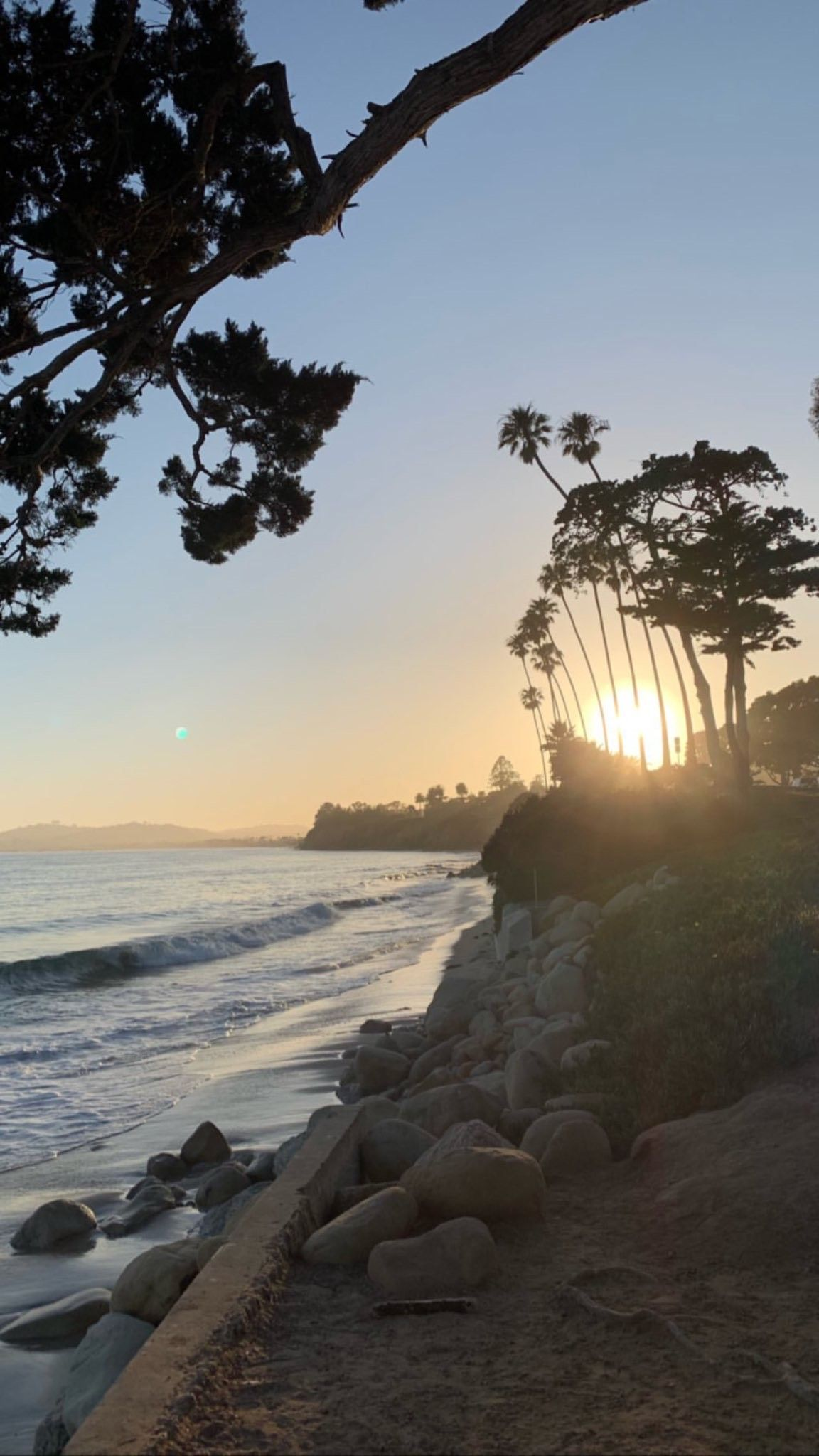 There are 83.61 miles from Los Angeles to Montecito in the northwest direction and 92 miles by car. Los Angeles and Montecito are 1 hour 30 mins far apart, if you drive non-stop .  @MullenUpates  #ParadiseRetreats #SeeSB #VisitSantaBarbara #VIsitCali #BookDirect #VacationRentals #DreamVacation #ExploreCali #VisitCalifornia #CaliforniaDreamin #Montecito #LosAngeles #RoadTrip #DayTrip #ExploreC