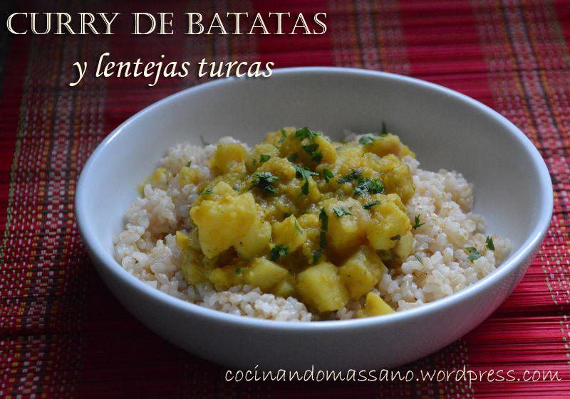 Curry de batatas y lentejas turcas, sobre colchón de arroz yamaní