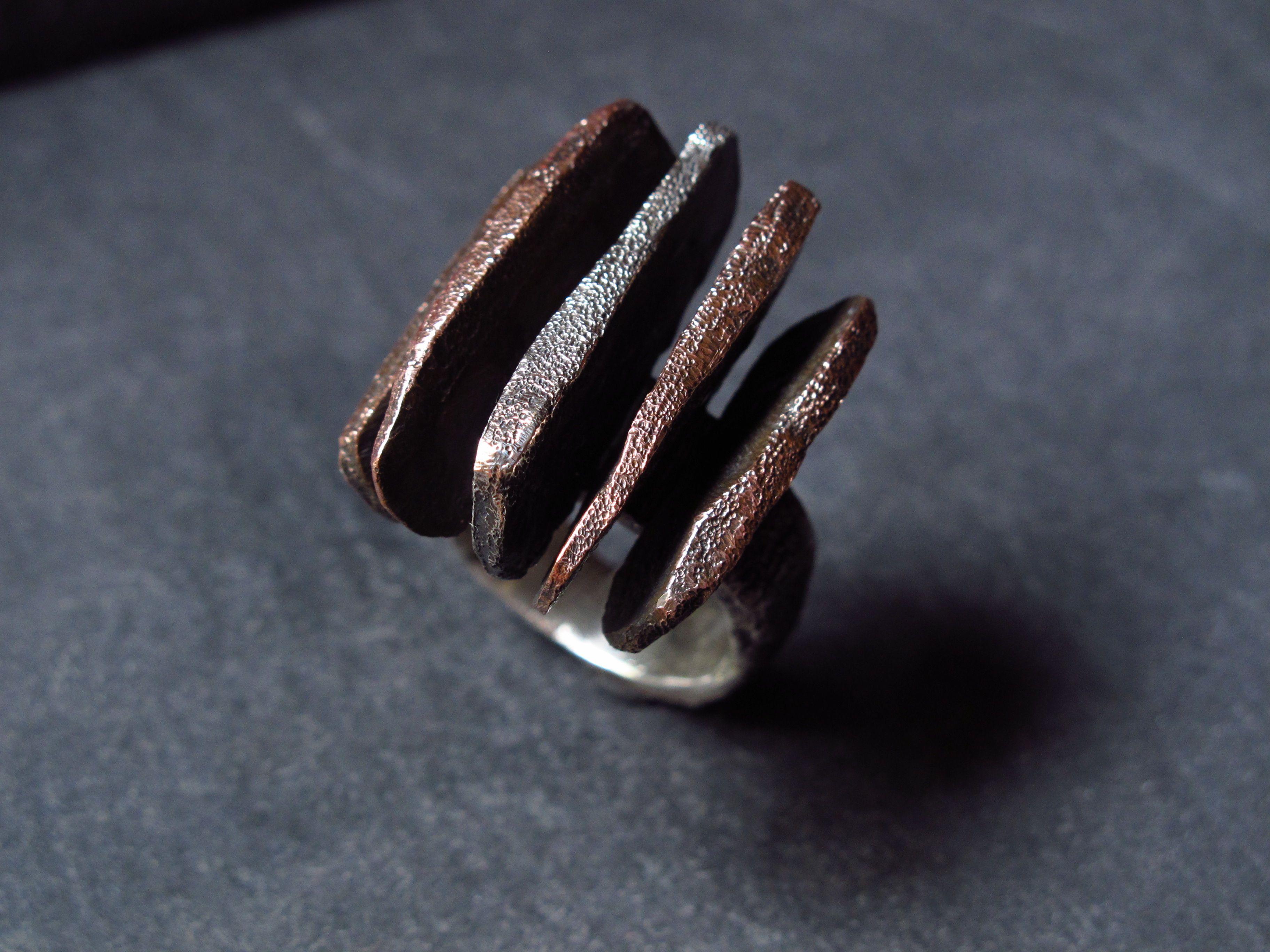Anello in argento e rame. Dettagli per l'acquisto: https://www.etsy.com/it/listing/489956565/anello-realizzato-in-argento-925-e-rame?ref=shop_home_active_3