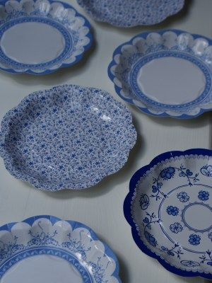 Disposable Vintage Blue Plates