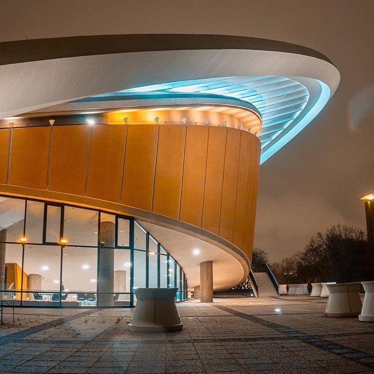 Kongresshalle Haus Der Kulturen Der Welt In 2020 Instagram Halle Nacht