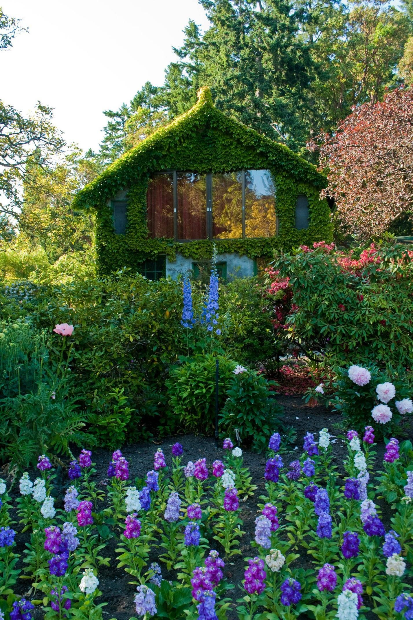 A Little House In The Butchart Gardens Gardens House And Flowers