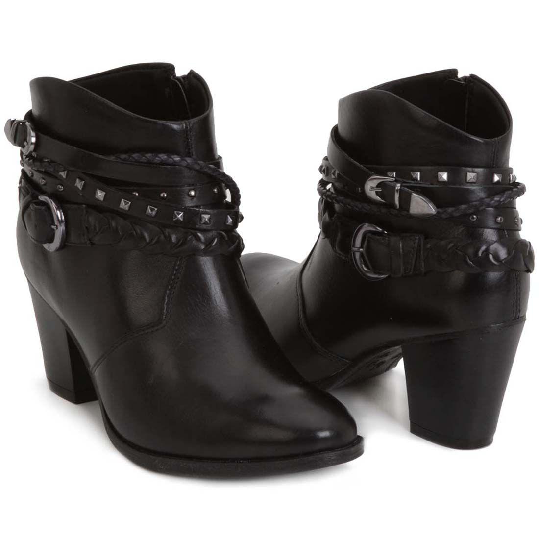 3ce1bb422 Bota Ramarim Preta Com Fivelas E Tachas | SHOES | Sapatos, Botas e Looks