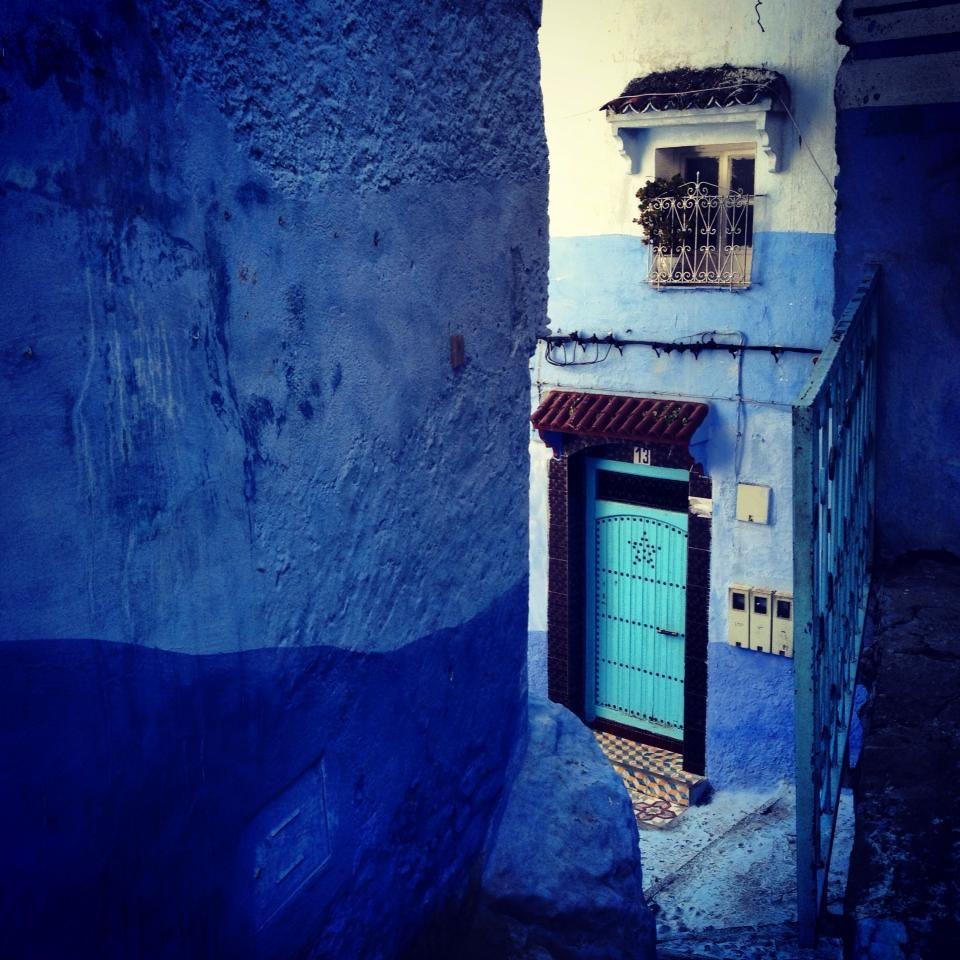 Chefchaouen, al norte de Marruecos  ..Ya no se bien si subo o si bajo por éste maravilloso laberinto del que no quiero salir, al menos hasta dentro de un rato largo.