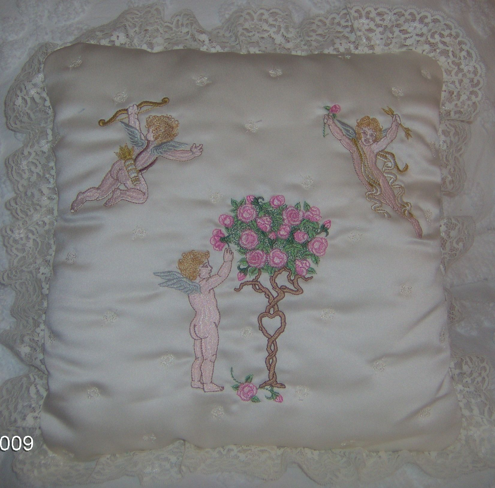 Cherub pillow designs by suebox machine embroiderycross