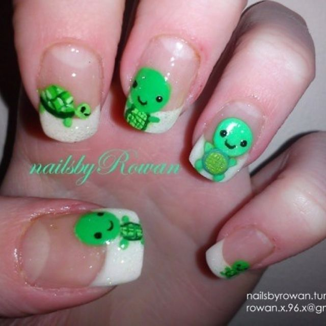 French tip turtle nails. Green. Nail art. So adorable ermahgerd ...