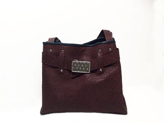 Borsa secchiello fashion e originale viola scuro con di BorsebyD    #bags #backpacks #crossbody #purses #leather #fashion #girl  #womanaccessories #stylish #womanish #Italy #italian #handamade  #handmadeinitaly #borsebyd #colors  #carryall