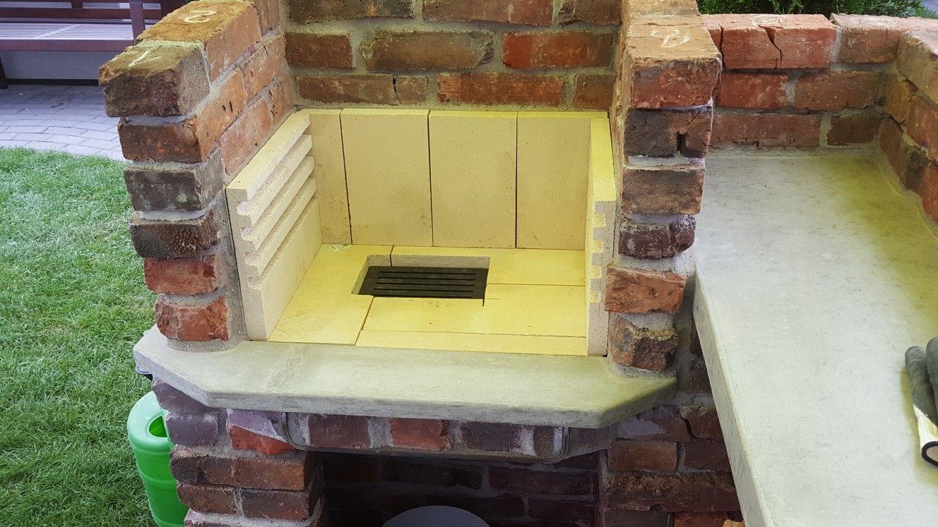 der schamott ist zugeschnitten und bereit zum verkleben grill grillkamin hexengrill. Black Bedroom Furniture Sets. Home Design Ideas