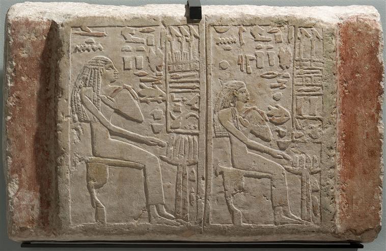 Stèle funéraire des dames Ouaten et Ousernebnet. Période Thinite. Musée du Louvre. Réunion des Musées Nationaux.