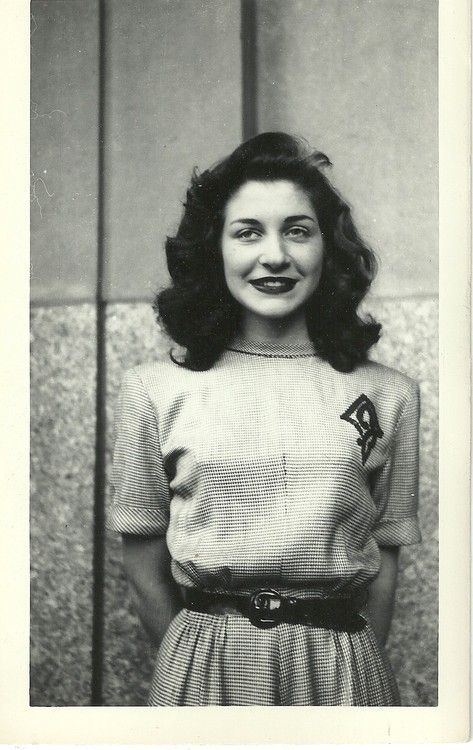 1940 S Fashion Young Woman S Wardrobe Plan: Picture Of An Absolutely Stunning Young Woman From The