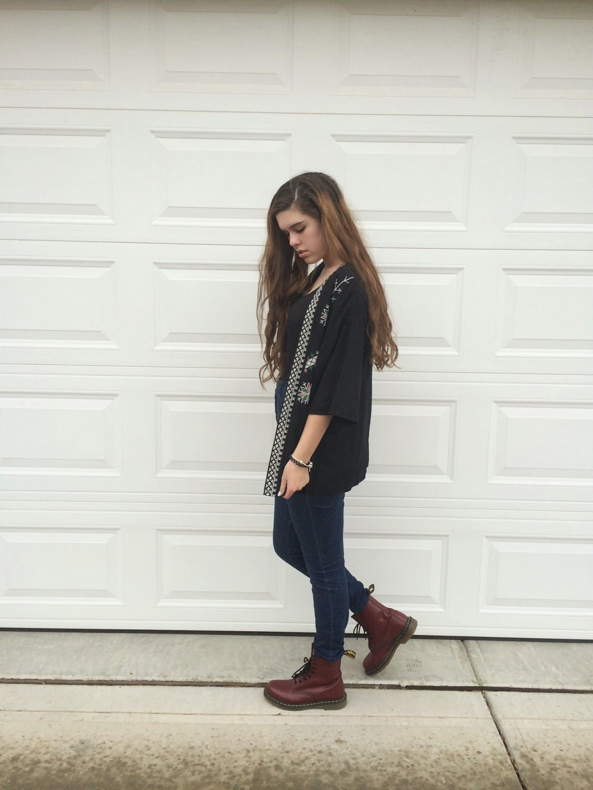 Red Doc Martens, Doc Martens Outfit, Urban Outfitters Shoes, Street Outfit,  Hipster Fashion, College Fashion, Fall Winter Outfits, Fall Fashions,  Freshman