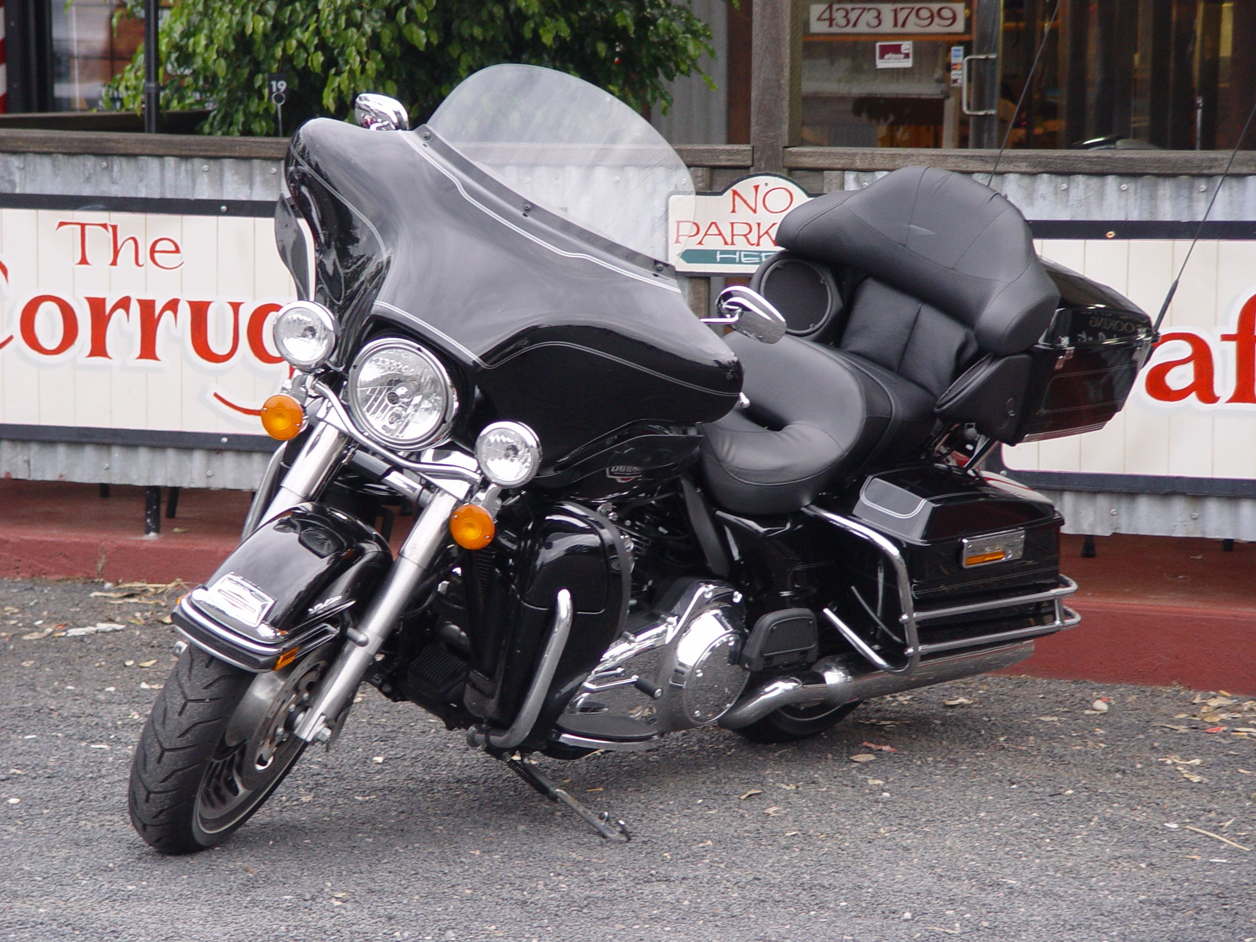 Cafe Cruiser Harley Electra Glide Ultra Classic Love Riding The Harley With Dennis Harley Bikes Harley Davidson Motor Harley Davidson Baggers [ 1920 x 2560 Pixel ]