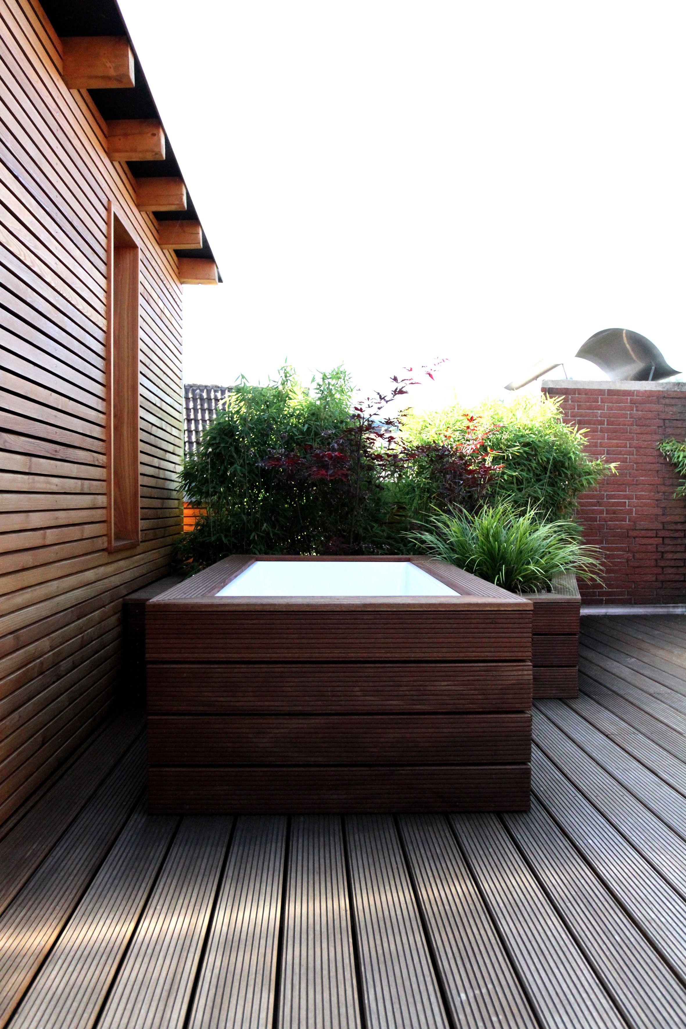Die Badewanne im Freien um sich z B nach der Sauna abkühlen zu