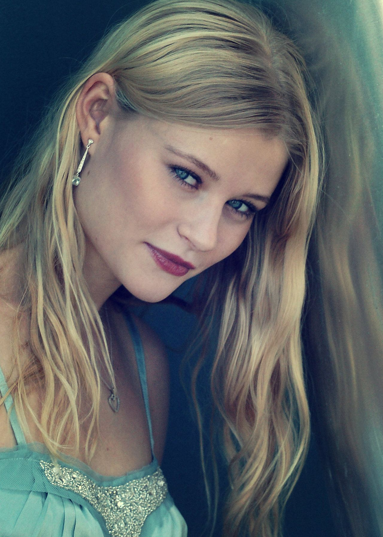 Emilie De Ravin Belle French In Once Upon A Time Claire