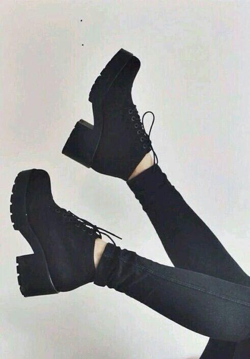 12f70f04 Zapatos negros, tacones. Elegantes.   72 en 2019   Zapatos grunge ...