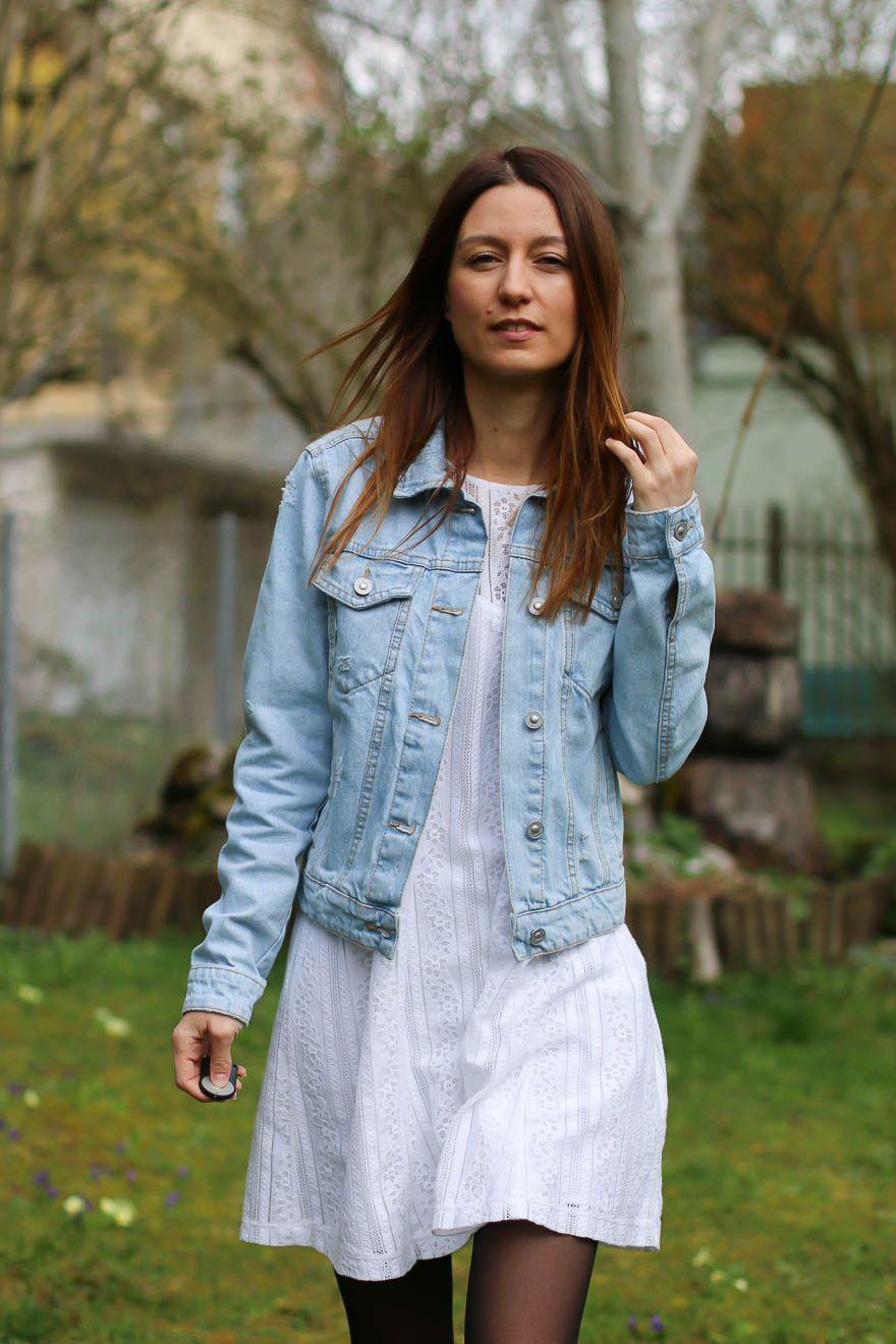 Veste en jeans et robe blanche