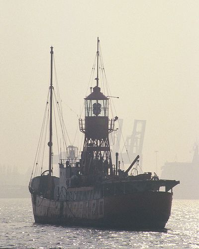 No 4 Lightvessel | Viewed from Shotley Gate, 16/3/86. | John In Pink | Flickr