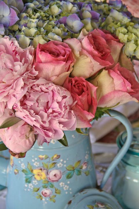 French Vintage Home Press Peonies Roses And Hydrangeas Absolutely A Gorgeous Mix Chic Flowers Shabby Chic Flowers Flower Arrangements