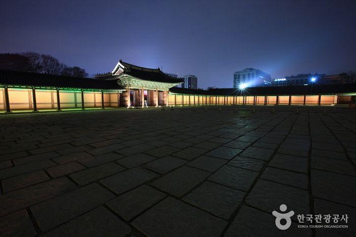 Moonlight Tour at Changdeokgung Palace (창덕궁 달빛기행)
