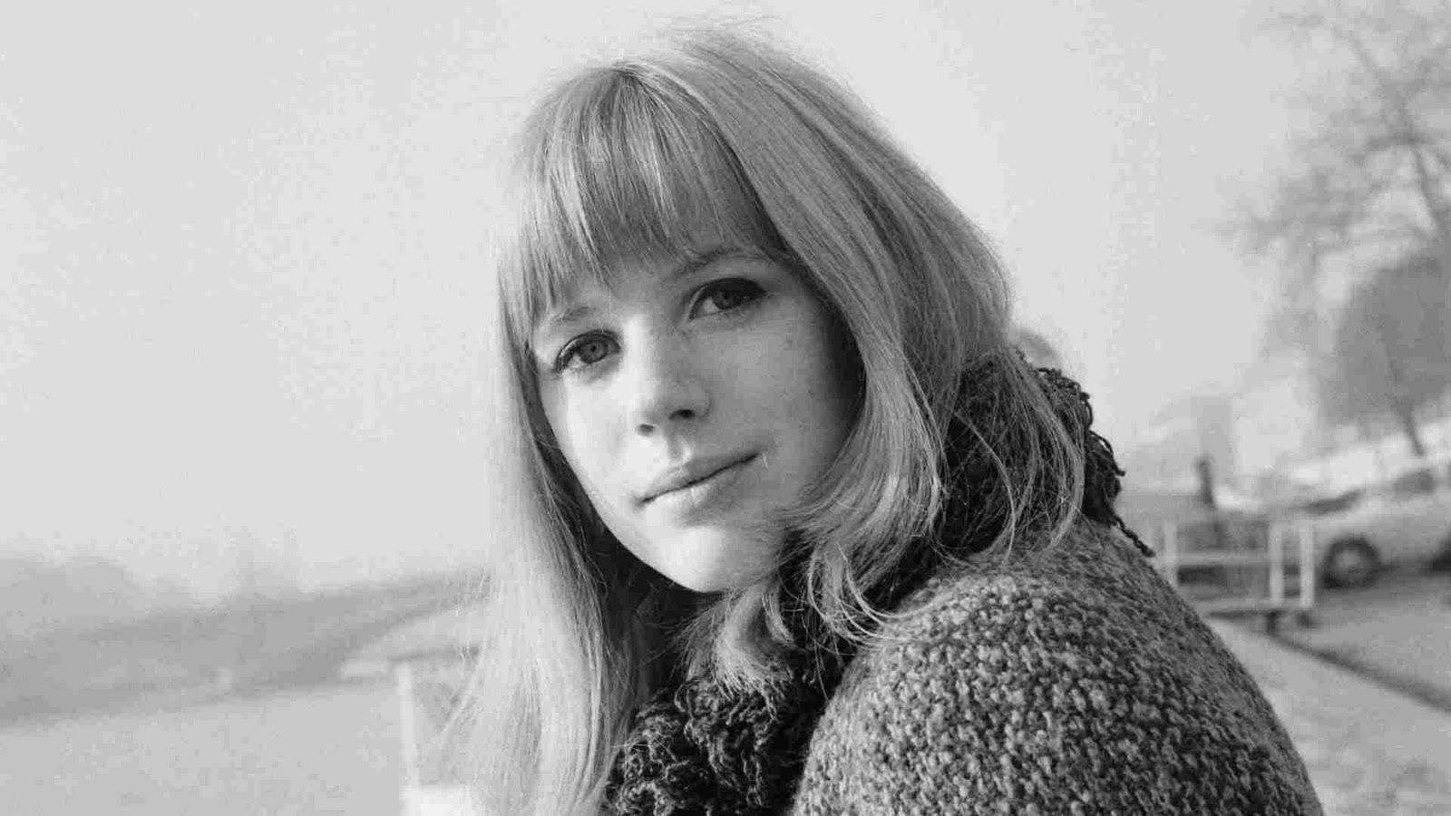 Marianne Faithfull (born 1946)