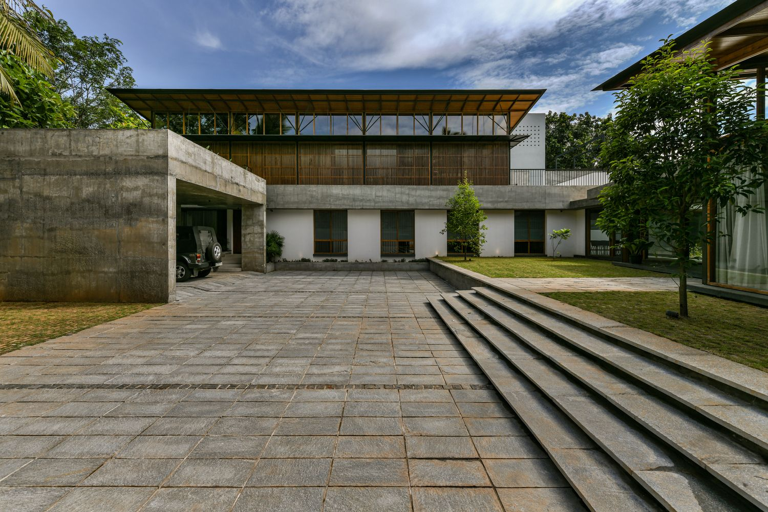 Gallery of The Skew House / Thought Parallels 45 House