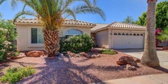 Beautiful Arrowhead area single level home! Gorgeous large tile set on the diagonal throughout main living areas! Vaulted ceilings and large airy windows throughout. Large formal living room w/ spacious adjacent dining room that features bay window. Bright and sunny family room with beautiful stone fireplace and  large adjacent breakfast area. Kitchen boasts granite counter tops, breakfast bar, SS appliances and light neutral cabinetry. Large bedrooms with generous sized closets. Master…