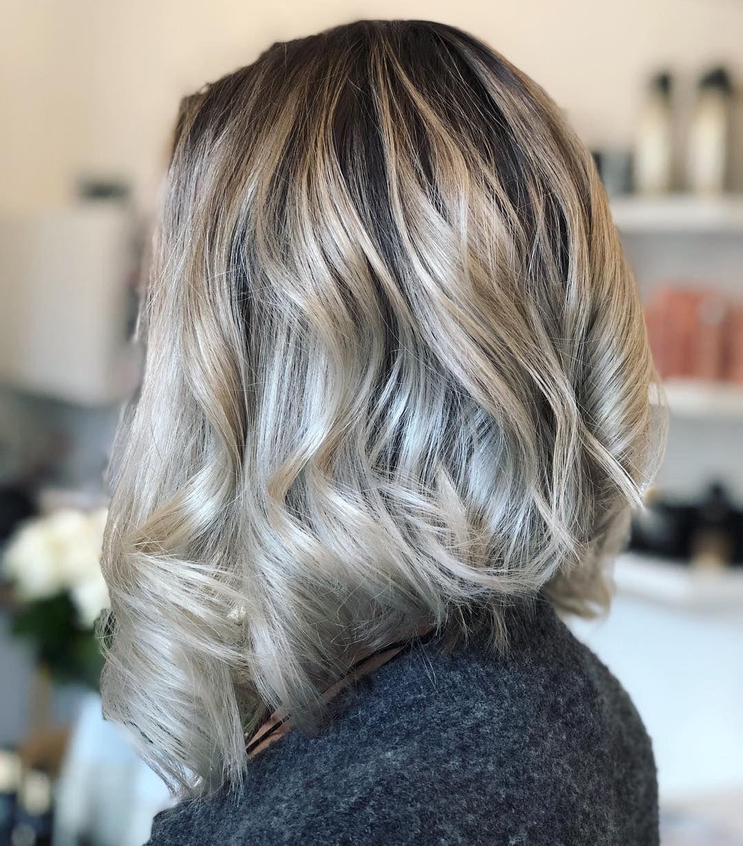 Toasted Coconut Is The Seasons Most Fall Friendly Hair Color Trend Hair Color Shades Kokosnuss Haar Trend Haarfarben Haar Styling