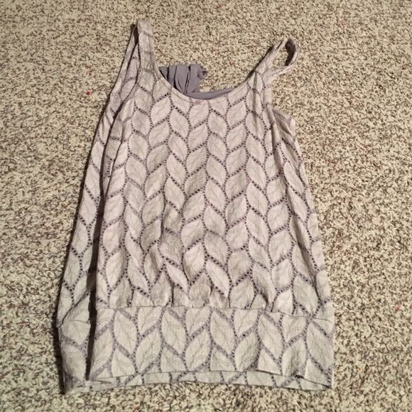 Grey open back with bow tank top. In good condition, only worn a couple times! Tea n rose Tops Tank Tops