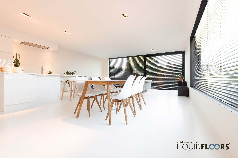 Duurzame design gietvloer in woonkamer eetkamer modern interieur