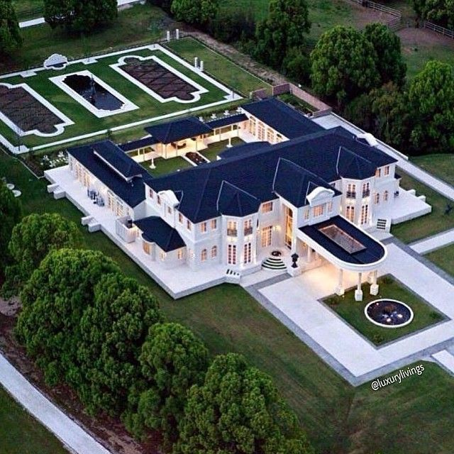 Gold Coast hinterland mansion sells for half its cost