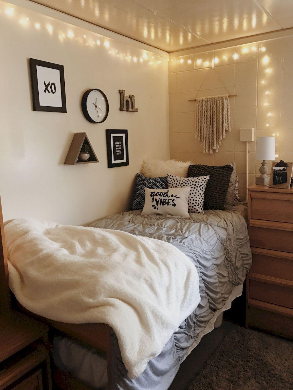 Cute vintage room decor 75 genius college apartment - Small dorm room ideas ...