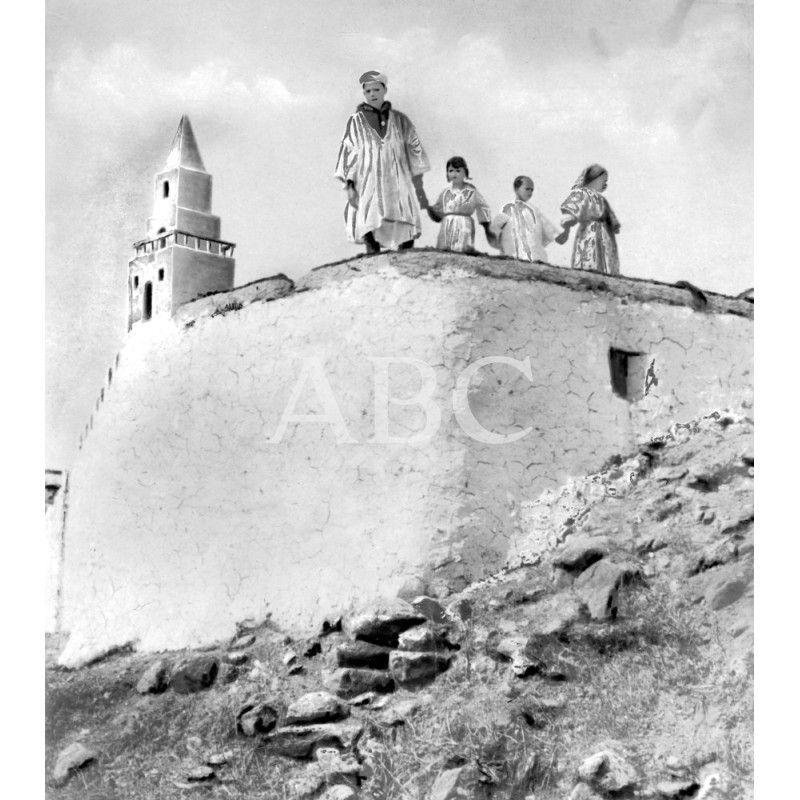 1923 Ca Melilla El Poblado De Los Regulares Un Soldado